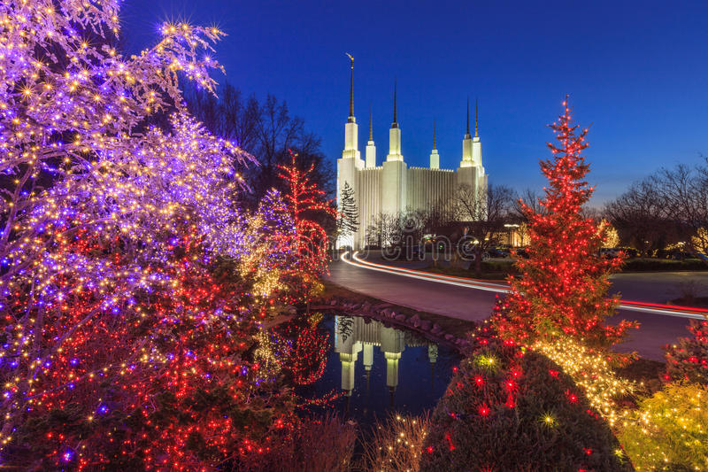 Lumières de vacances au temple de région de Washington DC images libres de droits