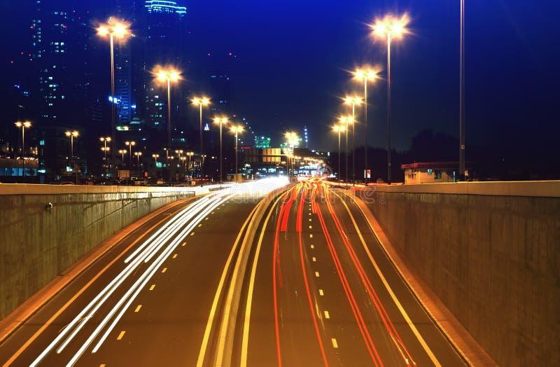 Lumières de voiture de nuit photographie stock