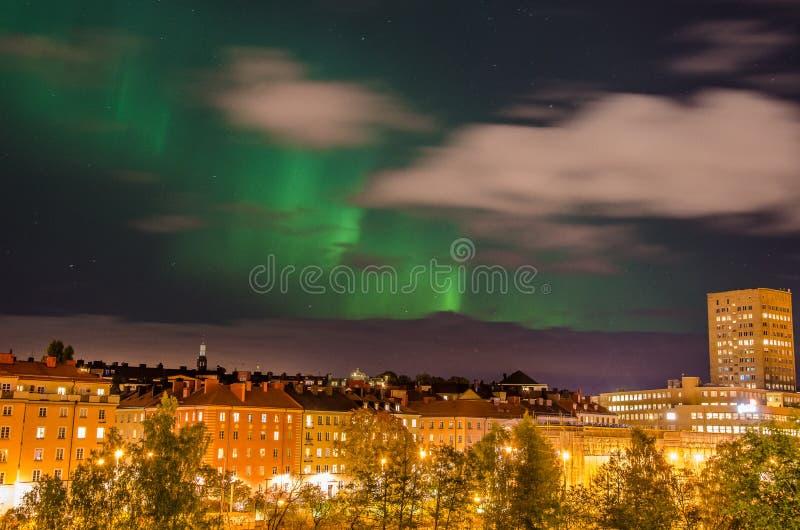 Lumières du nord dans la ville image stock