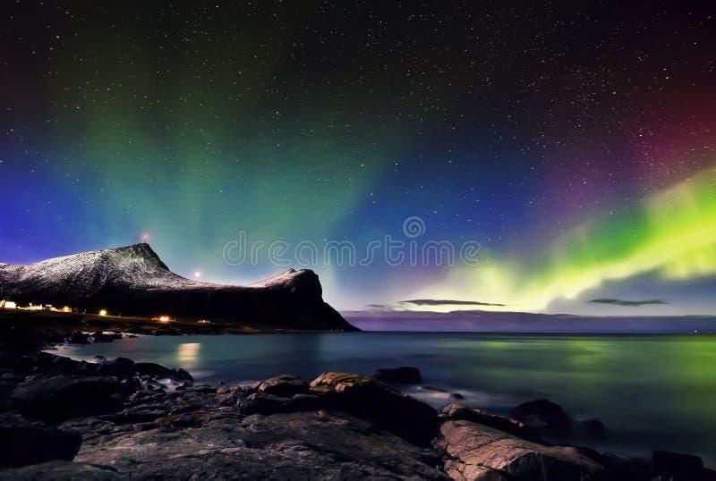 Lumières du nord de Lofoten images libres de droits