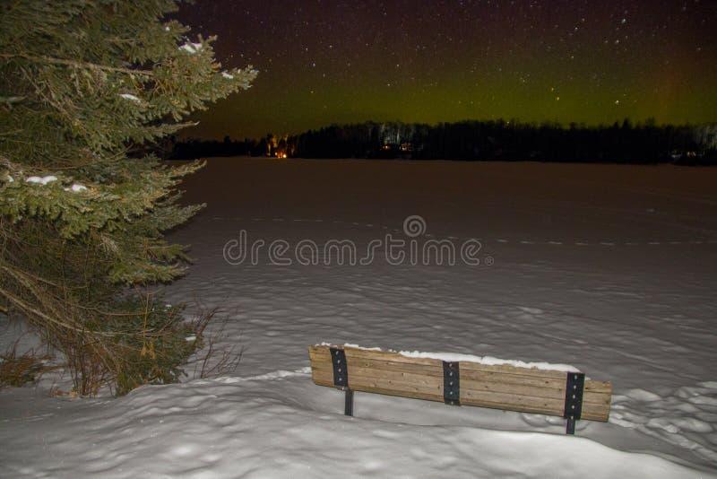 Lumières du nord en hiver du Minnesota photographie stock