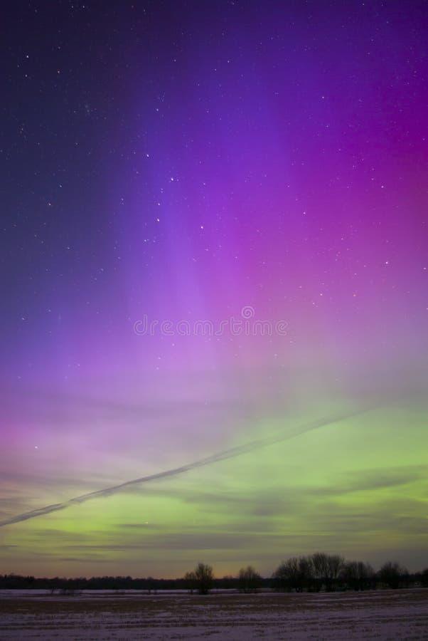 L'aurore colorée Borealis photographié dans Saaremaa Estonie photos stock
