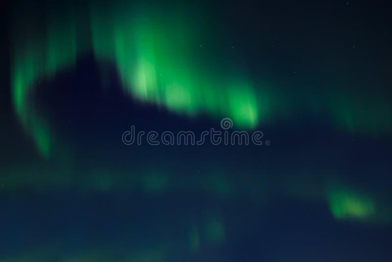 Lumières nordiques (borealis de l'aurore) photographie stock