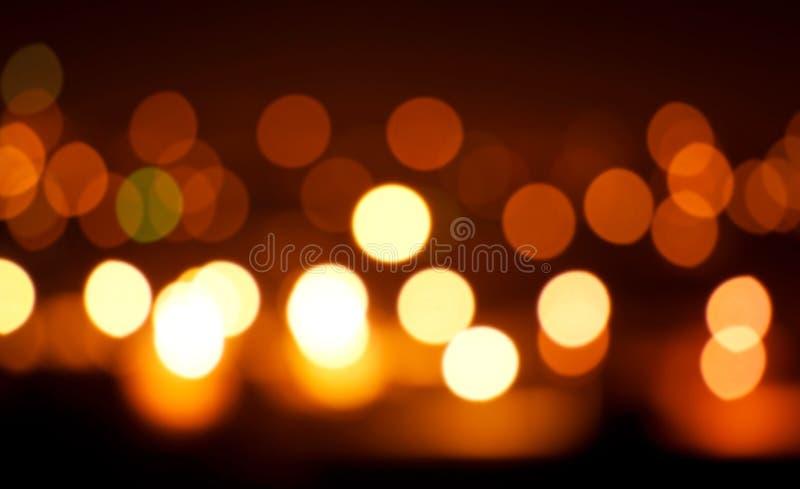 Lumières oranges de Blured sur le fond noir photo libre de droits