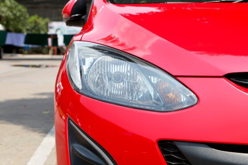 Lumières principales d'une voiture photos libres de droits