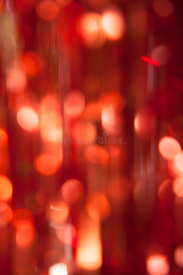 Lumières rouges de Noël abstrait sur le fond vertical image libre de droits