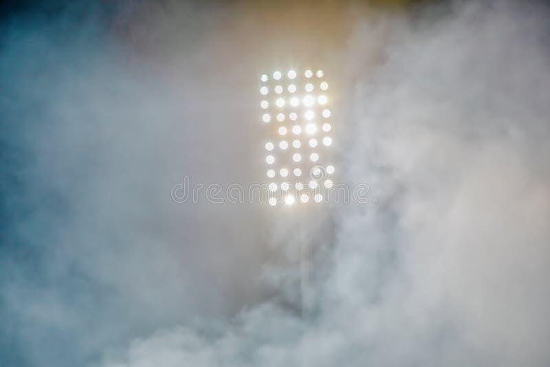 Lumi?res et fum?e de stade photographie stock