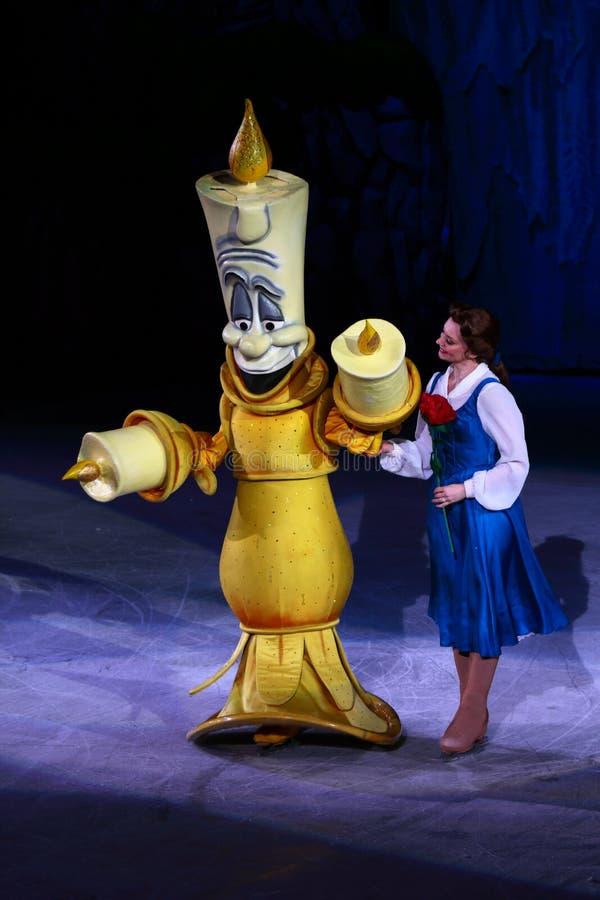 Lumiere y belleza en Disney en el hielo: Princesas y héroes en Araneta elegante, Cubao Ciudad Quezon fotografía de archivo libre de regalías