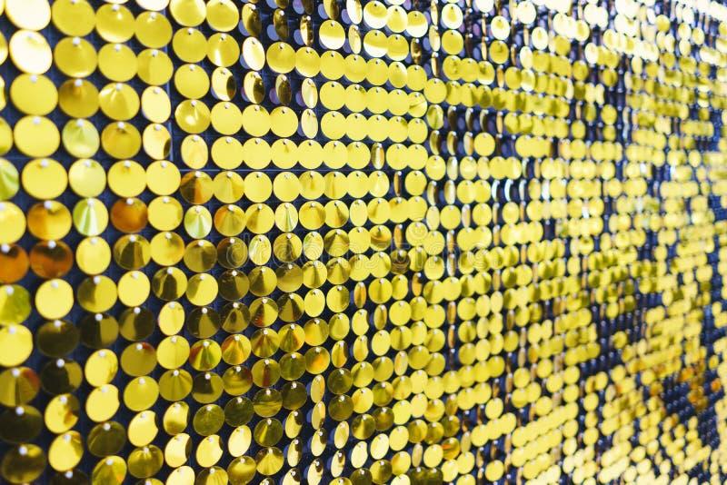 Lumineux, de fête, miroitant, brillant, fond abstrait Décorations et décoration de fête des paillettes métalliques brillantes ron image stock