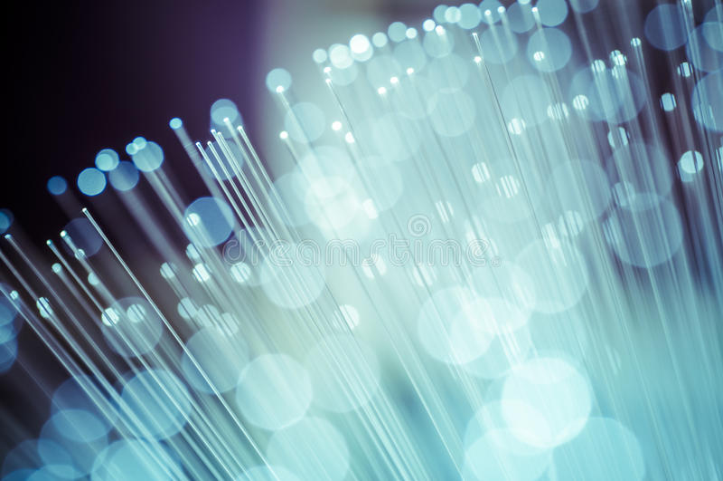 Luminosidad, cables de fribra óptica, conexión de la fibra, telecomunicati foto de archivo