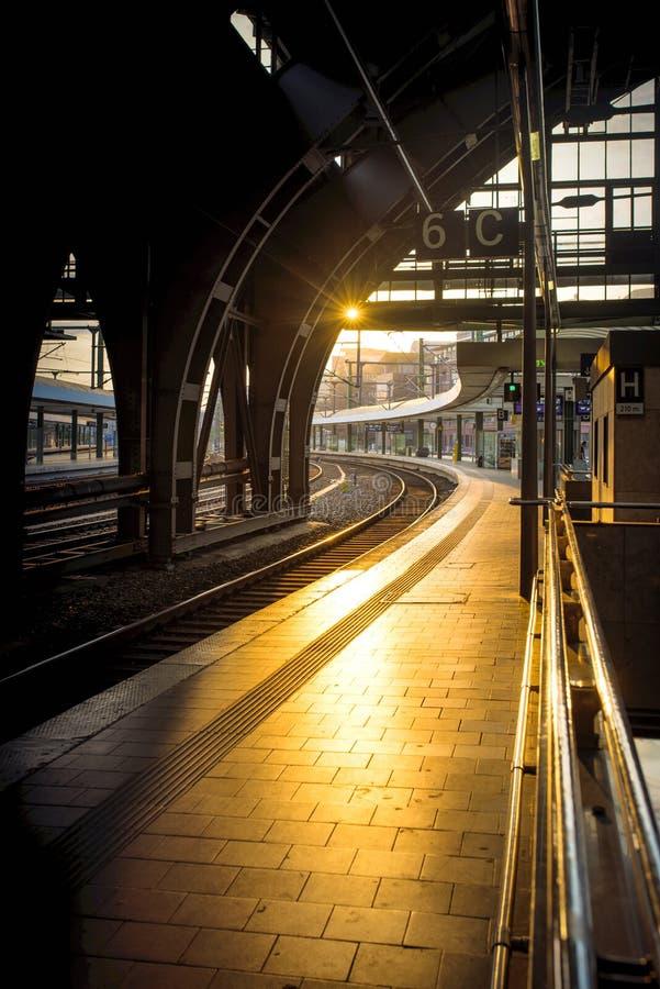 Luminoso do estação de caminhos-de-ferro de Berlim fotografia de stock royalty free