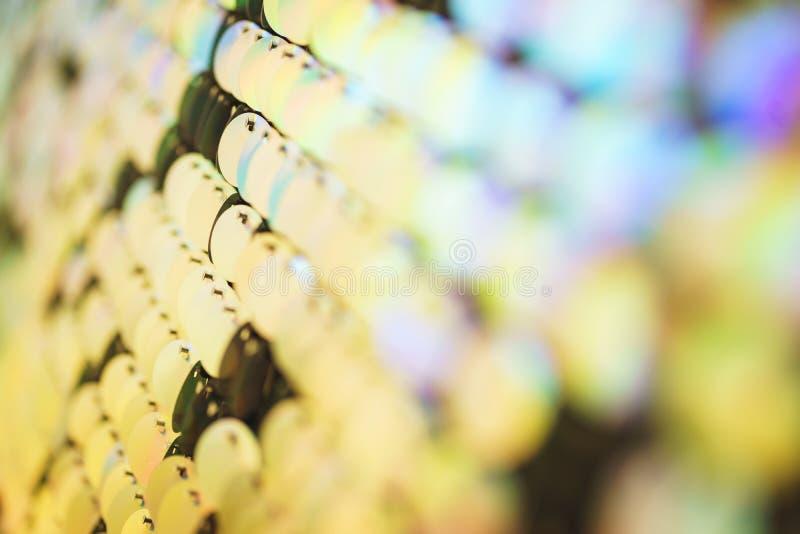 Luminoso, festivo, scintillando, abbagliando, fondo astratto Decorazioni e decorazione festive degli zecchini metallici brillanti fotografia stock