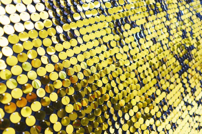 Luminoso, festivo, scintillando, abbagliando, fondo astratto Decorazioni e decorazione festive degli zecchini metallici brillanti immagini stock