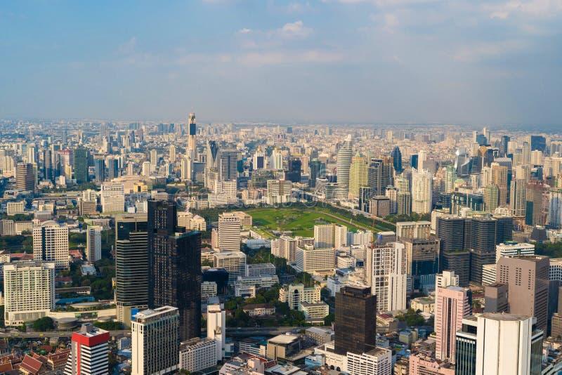 Lumpini公园,Sathorn,曼谷街市鸟瞰图  Financia 免版税库存照片