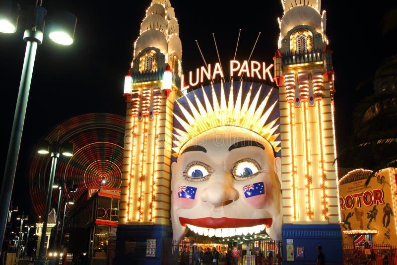 Luna πάρκο Σύδνεϋ με τη ρόδα Ferris τη νύχτα στοκ φωτογραφία