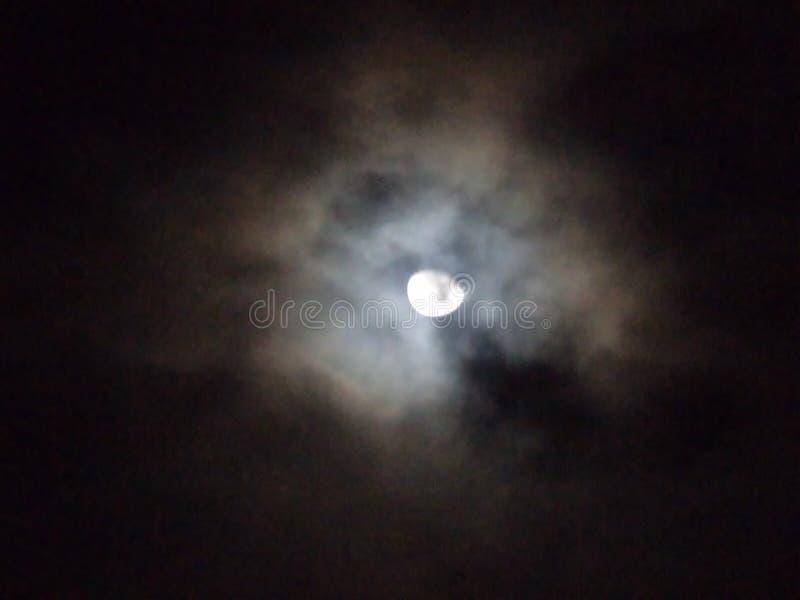 luna alla notte immagine stock