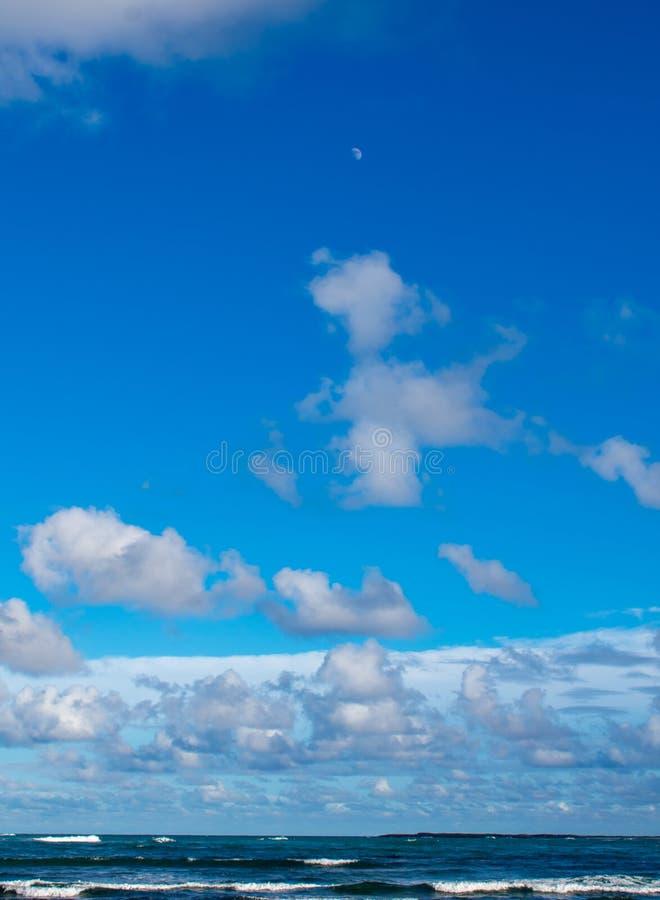 Luna, cielo e mare fotografia stock libera da diritti