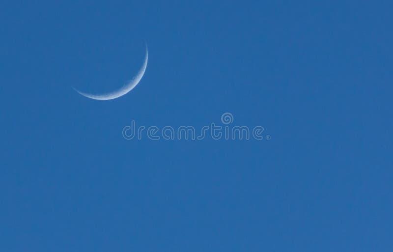 Luna de disminución con el fondo limpio foto de archivo