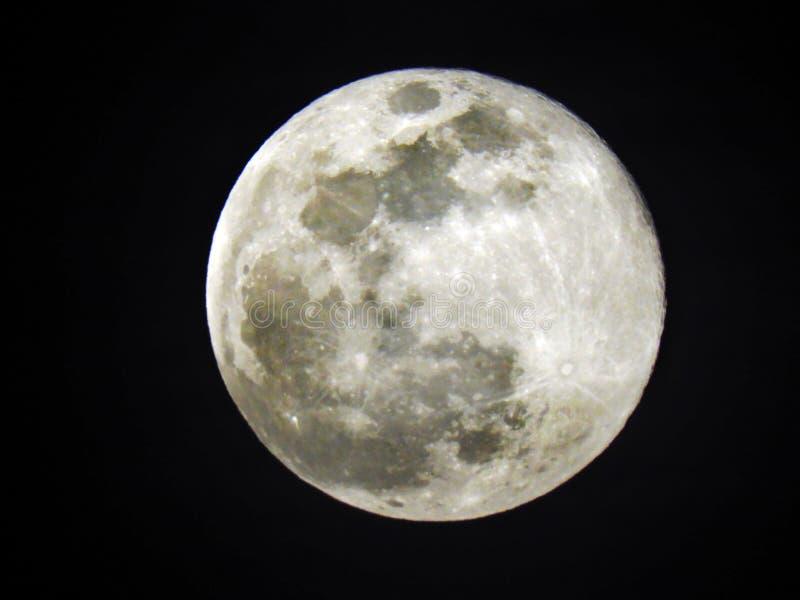 Luna de la nieve visible durante febrero de 2019 imagenes de archivo