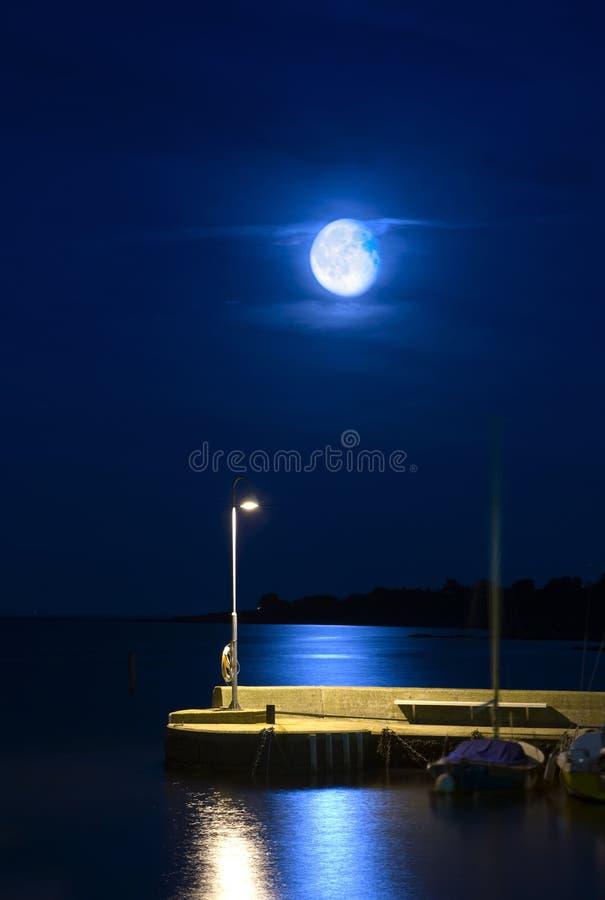 Luna De Levantamiento Imagen de archivo libre de regalías