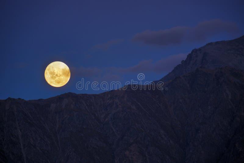 Luna de levantamiento imagen de archivo