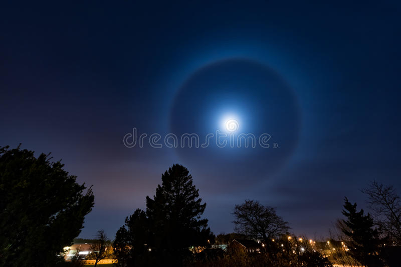 Luna di alone immagine stock