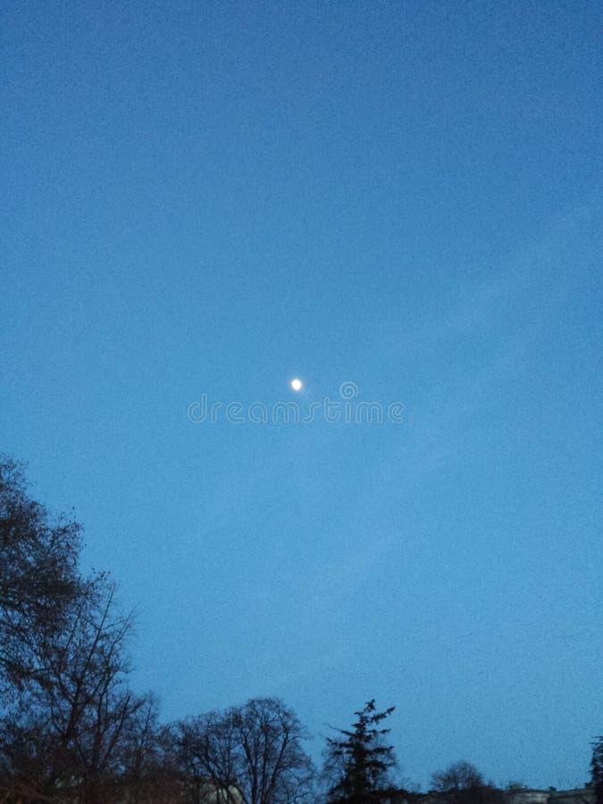Luna e cielo fotografia stock libera da diritti