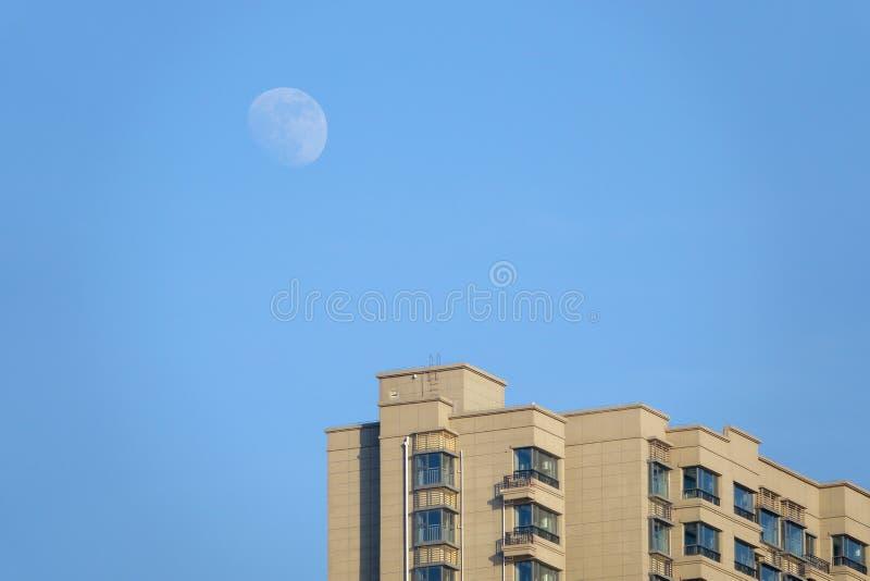 Luna e costruzione fotografie stock libere da diritti
