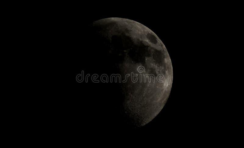 Luna gibosa del alto contraste fotos de archivo