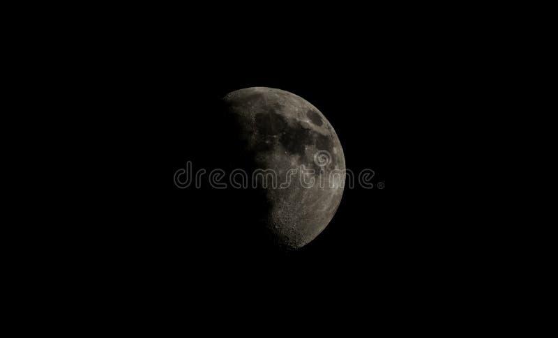 Luna gibosa del alto contraste imagen de archivo libre de regalías
