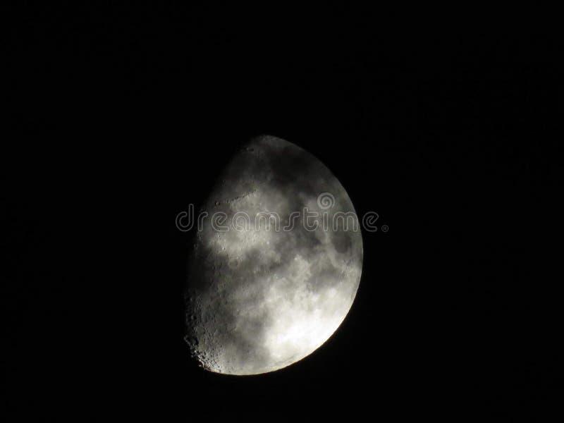 Luna hermosa en el cielo fotos de archivo