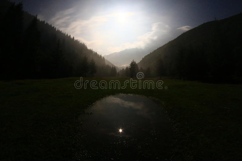 Luna Llena de la noche oscura fotos de archivo