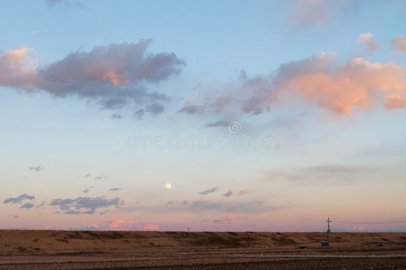Download Luna Llena Que Sube En Una Oscuridad Imagen de archivo - Imagen de full, luna: 42442523