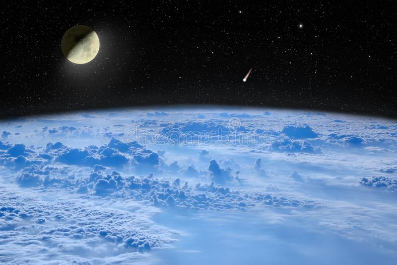 Luna nello spazio sopra pianeta Terra Paesaggio dello spazio Cielo stellato con la luna e la cometa fotografie stock