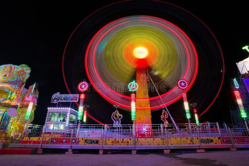 Luna Park di Genova, il più grande parco di divertimenti mobile in Europa, Italia fotografia stock libera da diritti