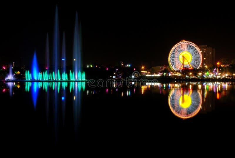 Luna park en stadsbezinning stock foto