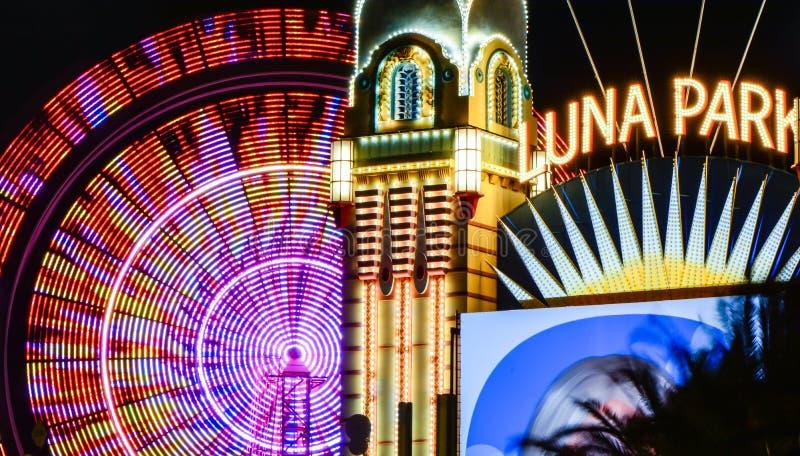 Luna Park mit Riesenrad lizenzfreie stockbilder