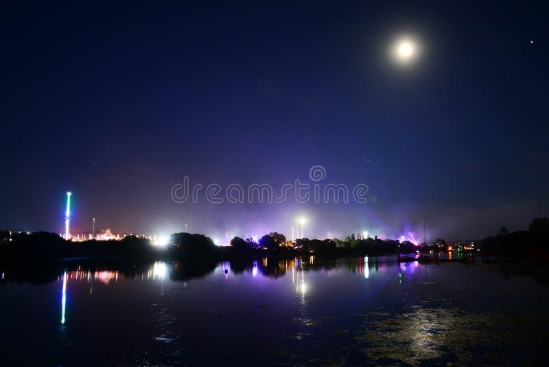 Luna piena e riflessioni al festival 2018 dell'isola di Wight fotografia stock libera da diritti