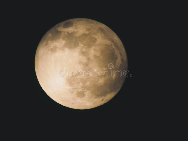 Luna piena nella notte immagine stock libera da diritti