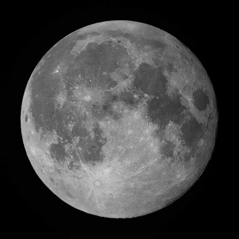Luna piena presa con il telescopio di Maksutov fotografia stock