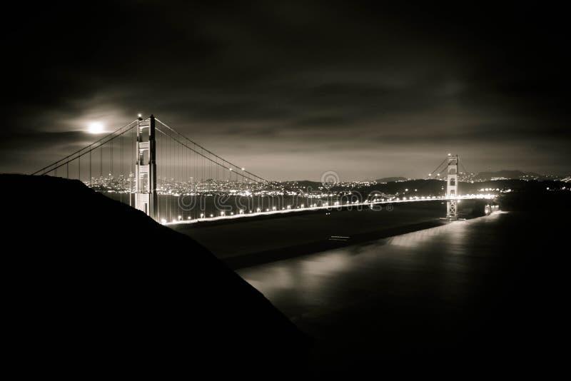 Luna piena sopra il Golden Gate immagine stock