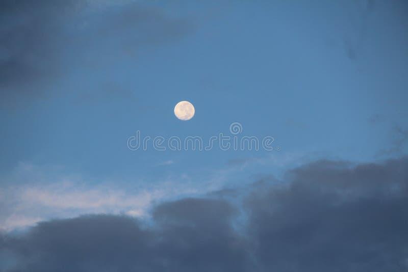 Luna por la mañana imagen de archivo