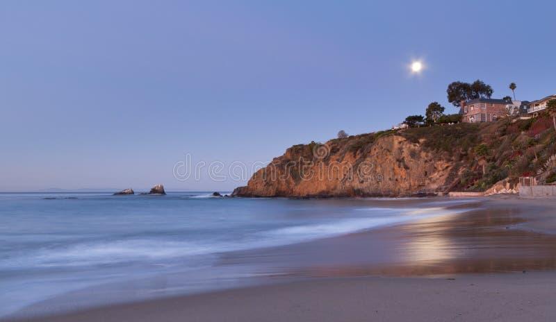 Luna sobre bahía crescent fotografía de archivo