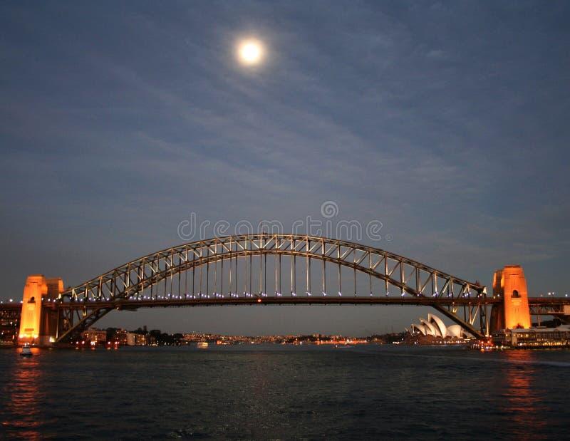 Luna sopra il porto di Sydney immagine stock