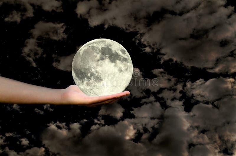 Luna in una mano fotografia stock