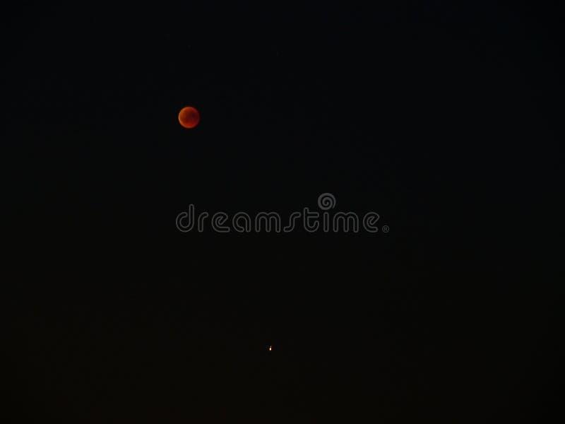 Luna y Marte sangrientos imágenes de archivo libres de regalías