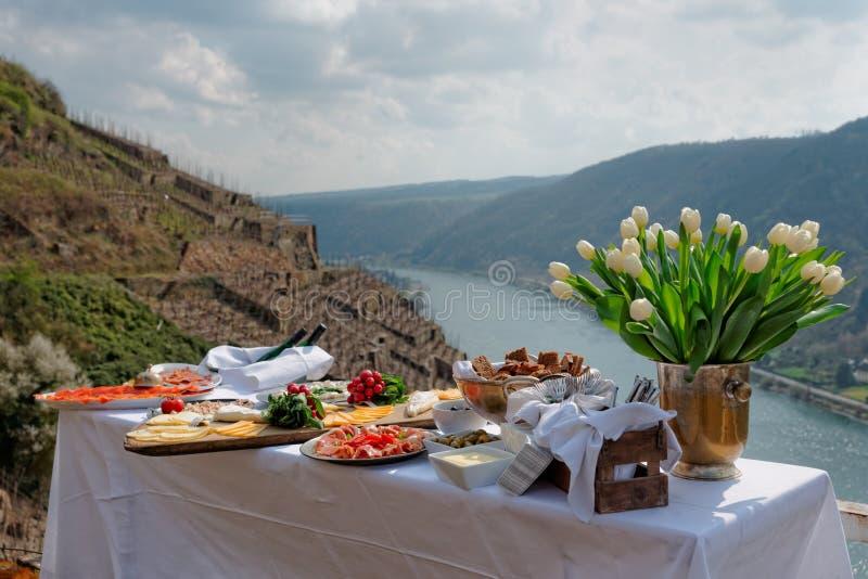 Lunch bij wijngaard royalty-vrije stock afbeelding