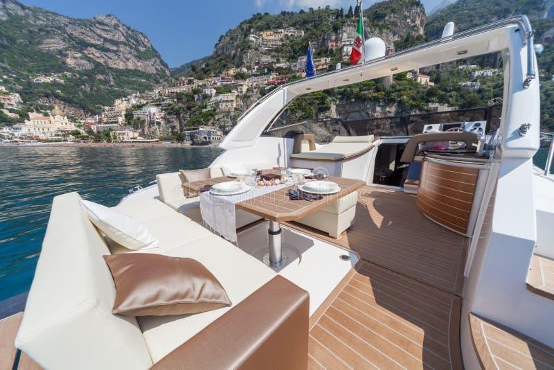 Lunch na motorowej łodzi zdjęcie stock