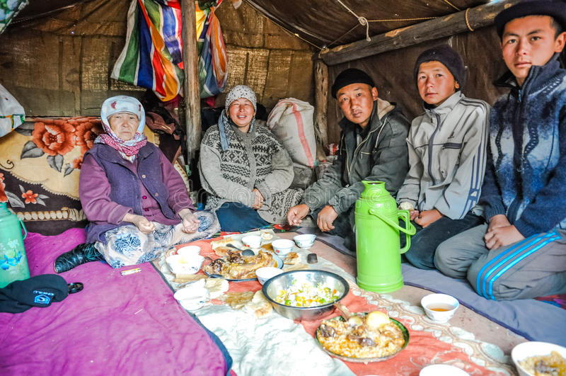 Lunch in tent in Kyrgyzstan stock foto's