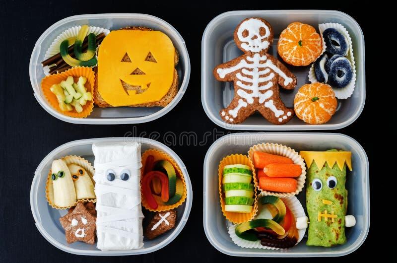 Lunchaskar för barn i form av monster för allhelgonaafton arkivfoton